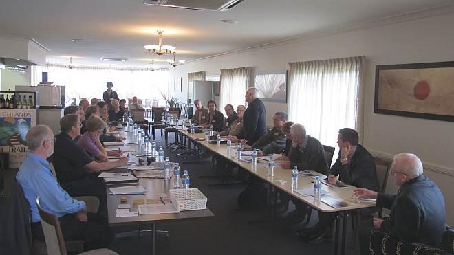 N34-004 Wagga Wagga forum 1611 small