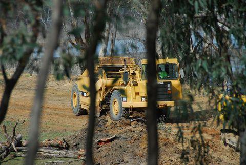 V40-306 Lake Eppalock Construction 2014-04 hancock-loader-mt-ida-ck-22nd-apr