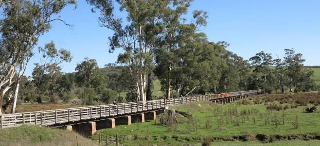 V13 297 Woady Yallock bridge 2015 05 5967 crop