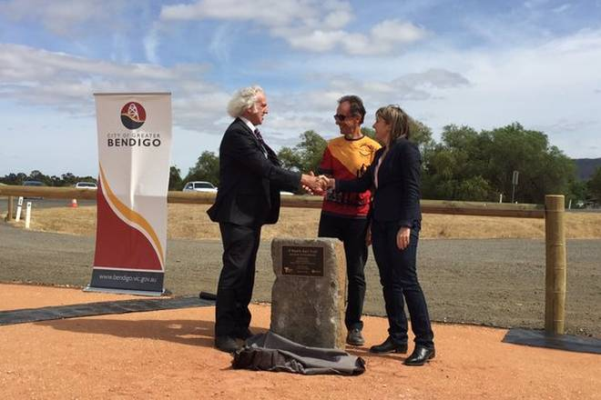 V40 025 Heathcote official opening 2015 12