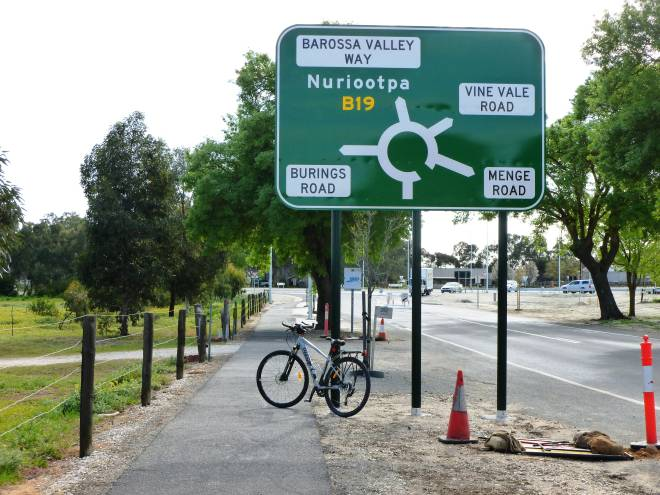 BT31 New Kroemer Crossing Roundabout Tanunda 2020 09 002