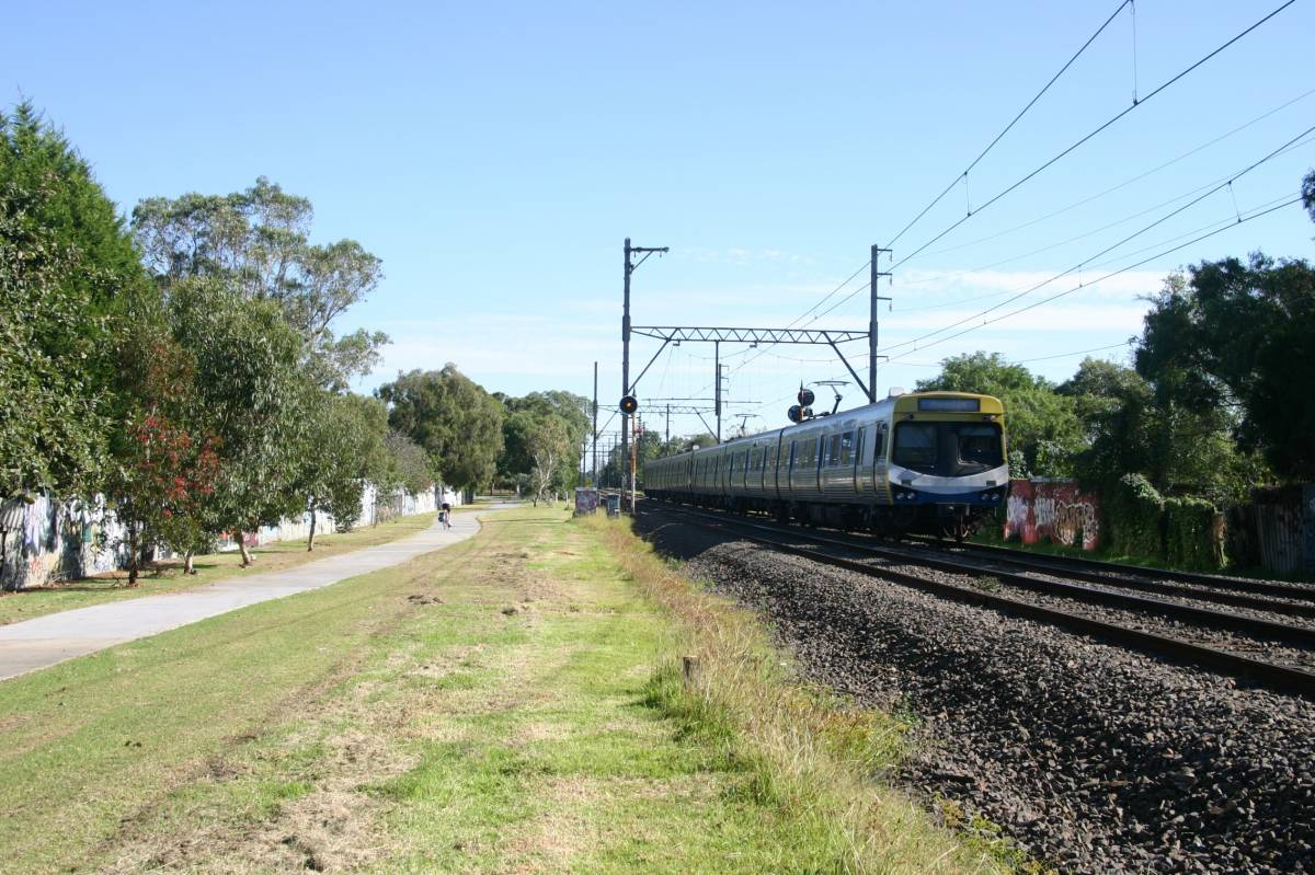 The trail beside the railway line at Oakleigh (2005)