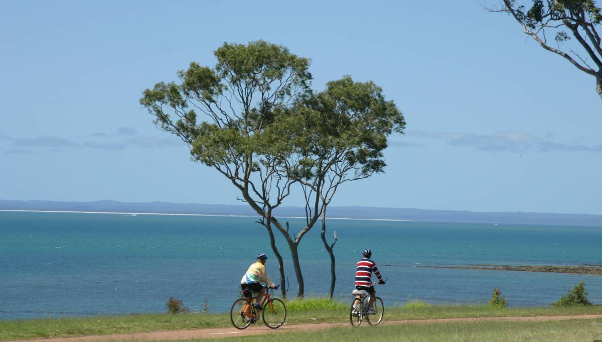 The rail trail connects with the scenic Hervey Bay foreshore trail (2007)
