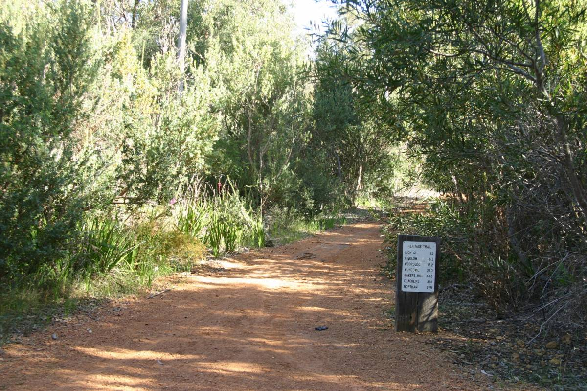 The trail near Wooloroo displaying a distance marker