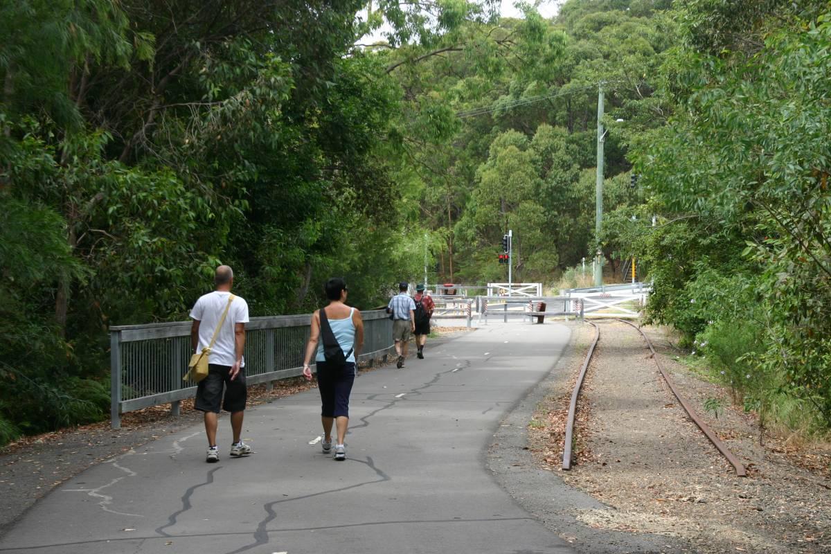 Approaching Burwood Rd near Kahibah (2009)