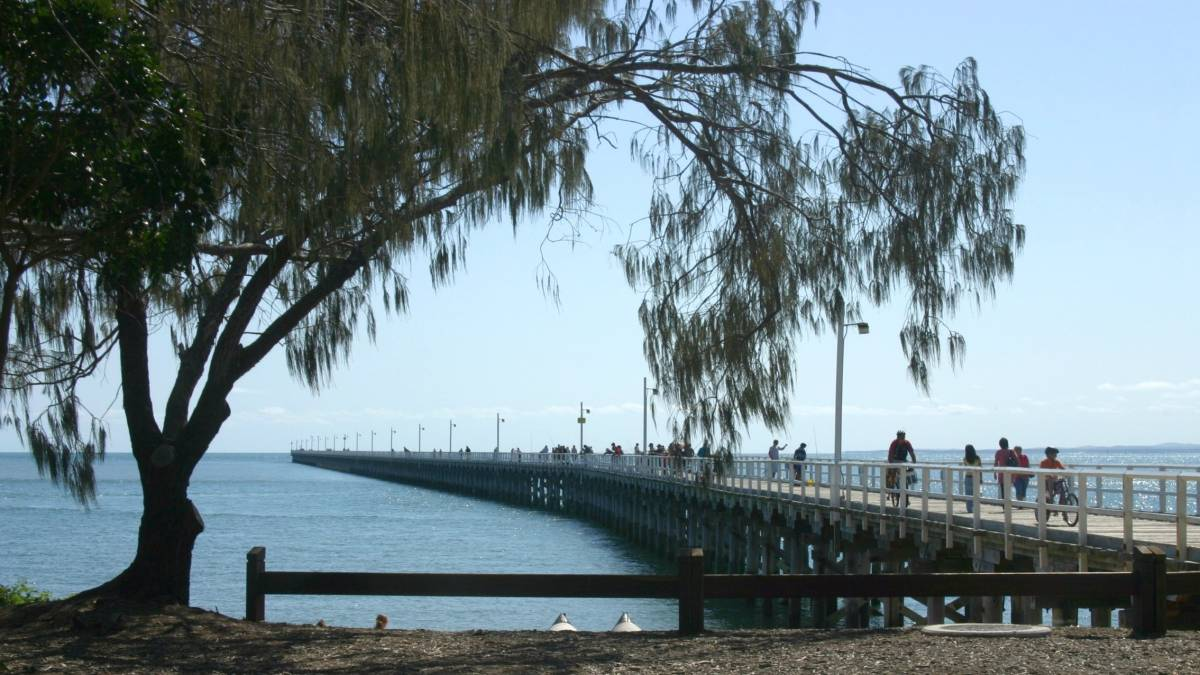 The 868m long pier and beach at Urangan is a major attraction of the area.(2007)