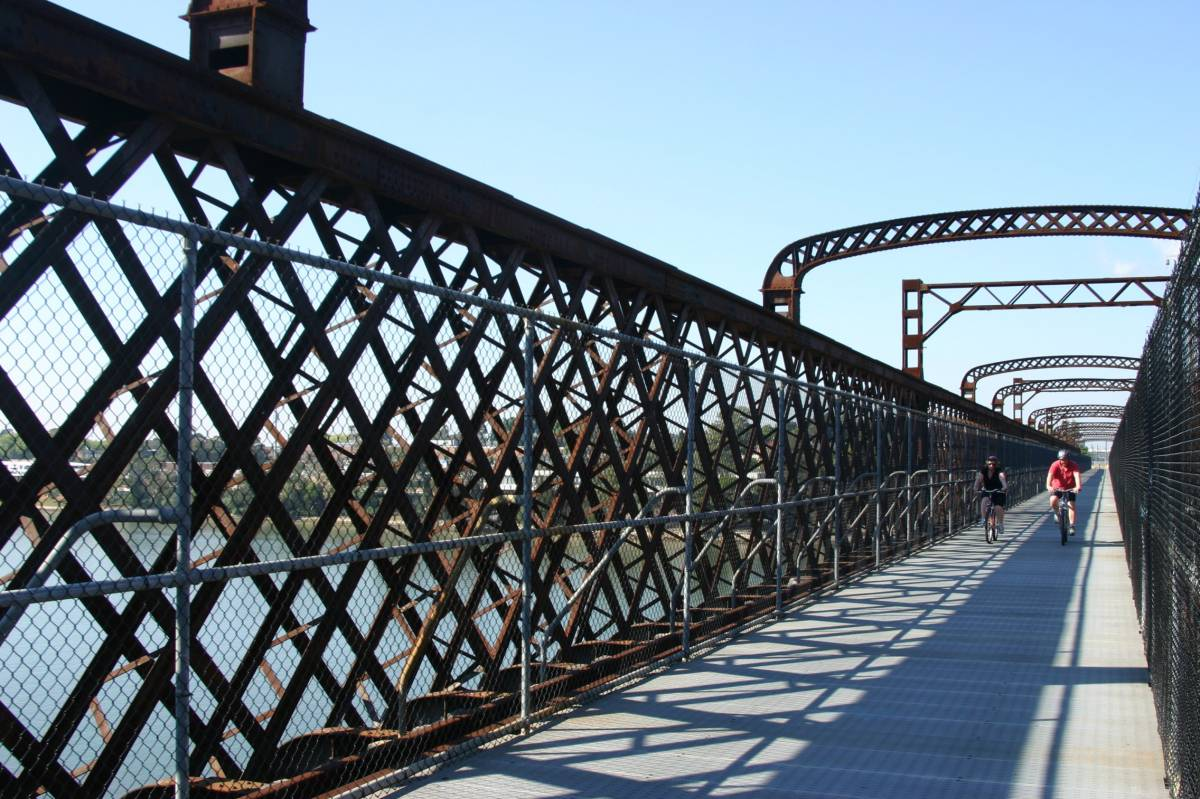 The former Meadowbank railway bridge