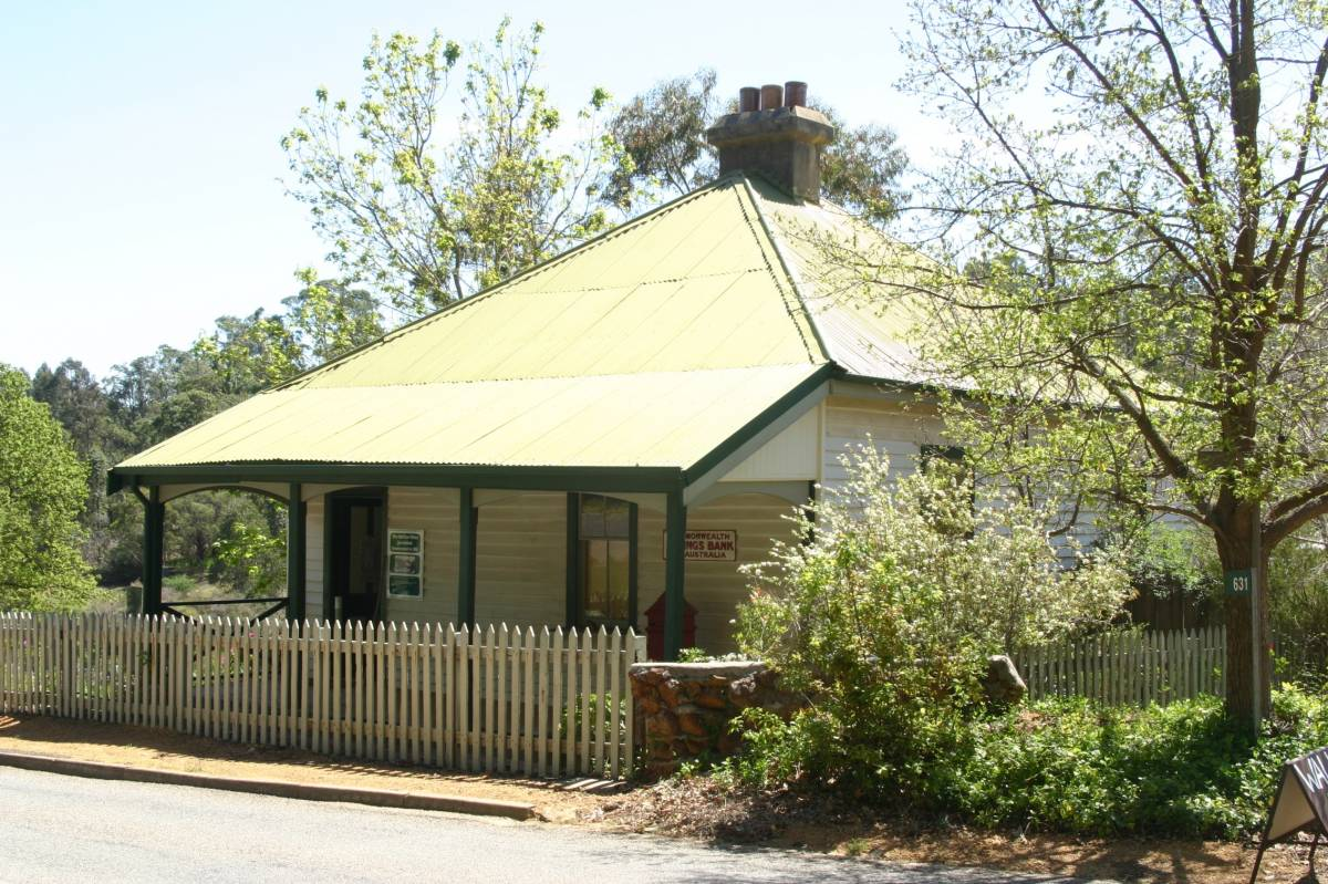 The museum in Jarrahdale has an interesting selection of historic photos showing the railway lines of the area. It also sells maps and guide books