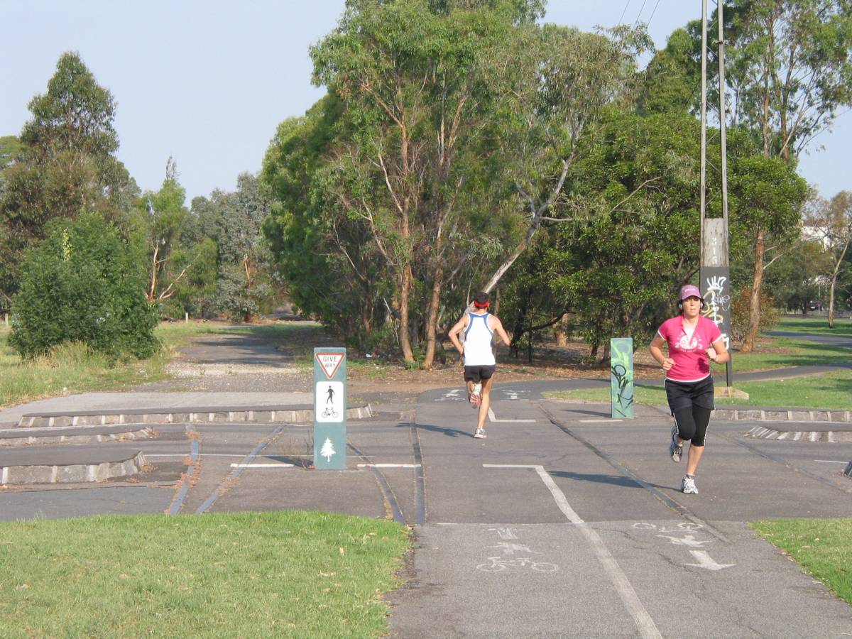 Jogging on the trail at Fitzroy (2007)