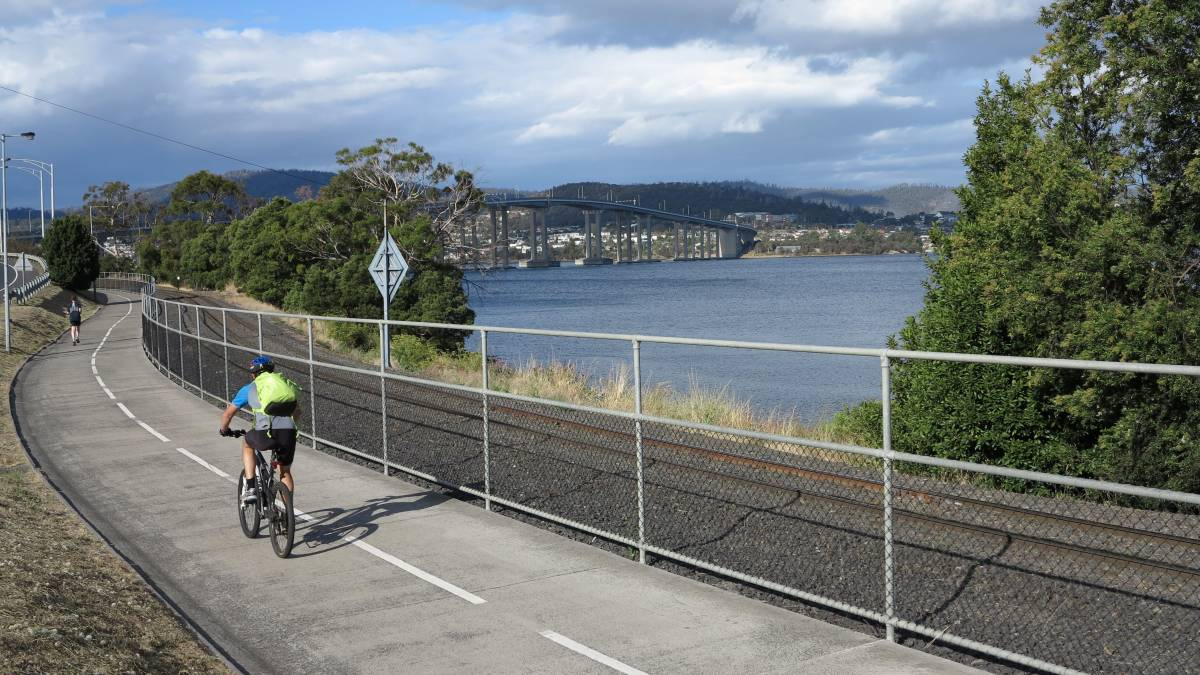 Looking towards the Tasman bridge over the Derwent River (2014)