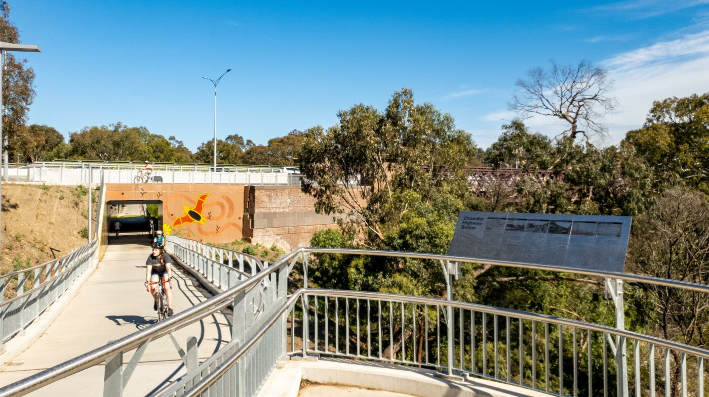 The rail trail connects with the Main Yarra Trail at the Yarra River bridge (2020)