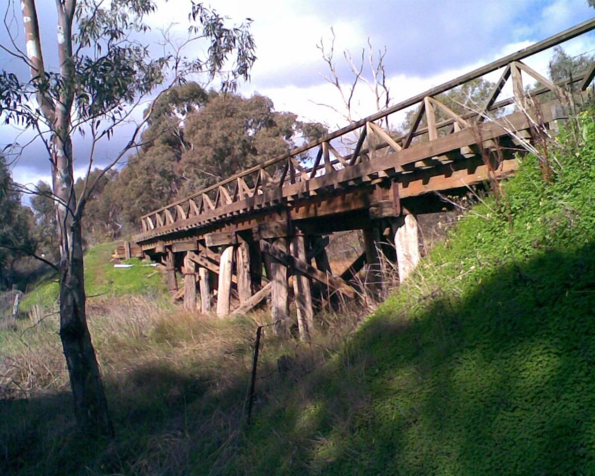 The only original bridge on the outskirts of Bendigo (2009)