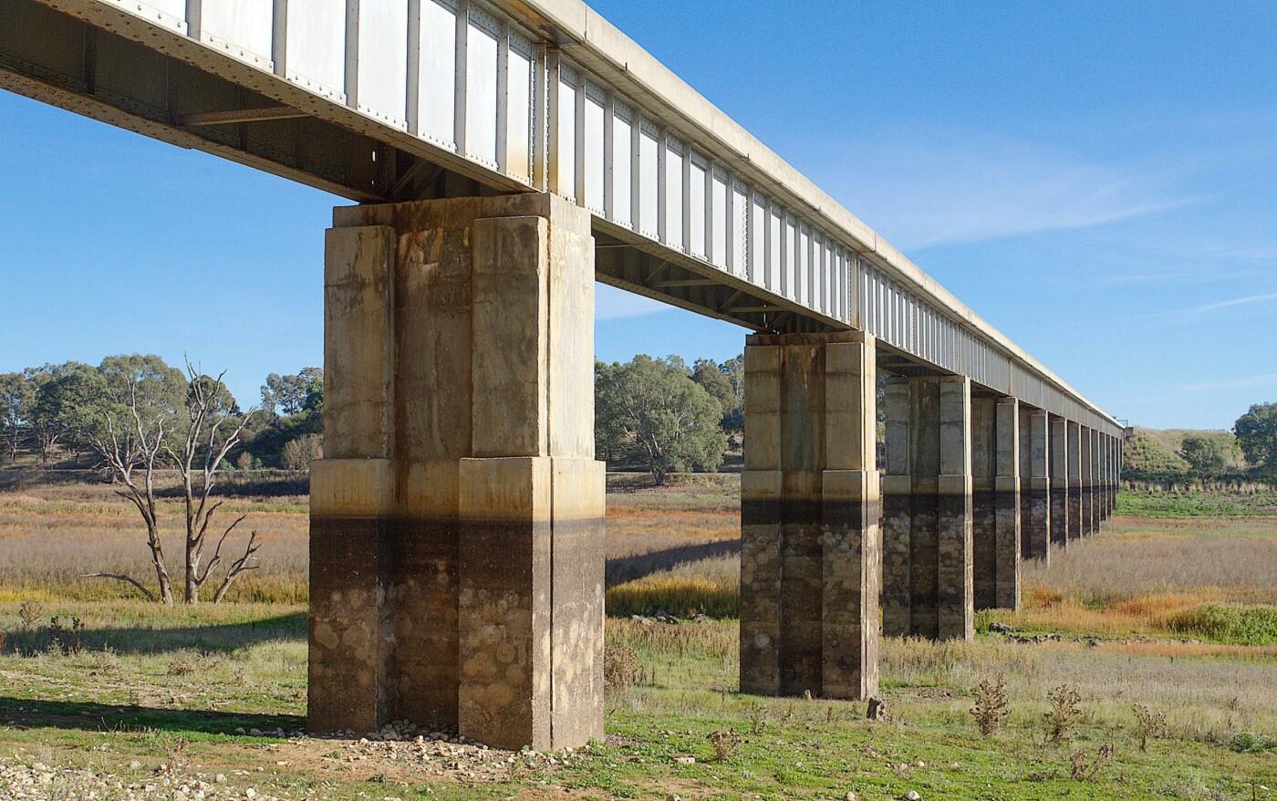 Rail bridge Jim Crow Creek near Newstead (2020)